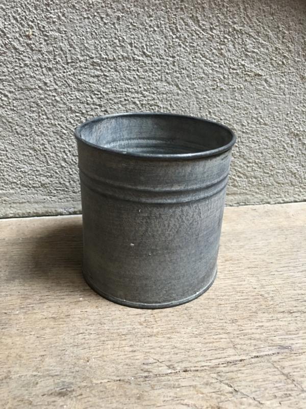 Zinken potje pot blik landelijk bric-à-brac brocant stoer grijs