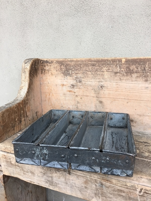 metalen bakblik vakkenbak dienblad bestekbak landelijk brocant industrieel oud oude gruttersbak
