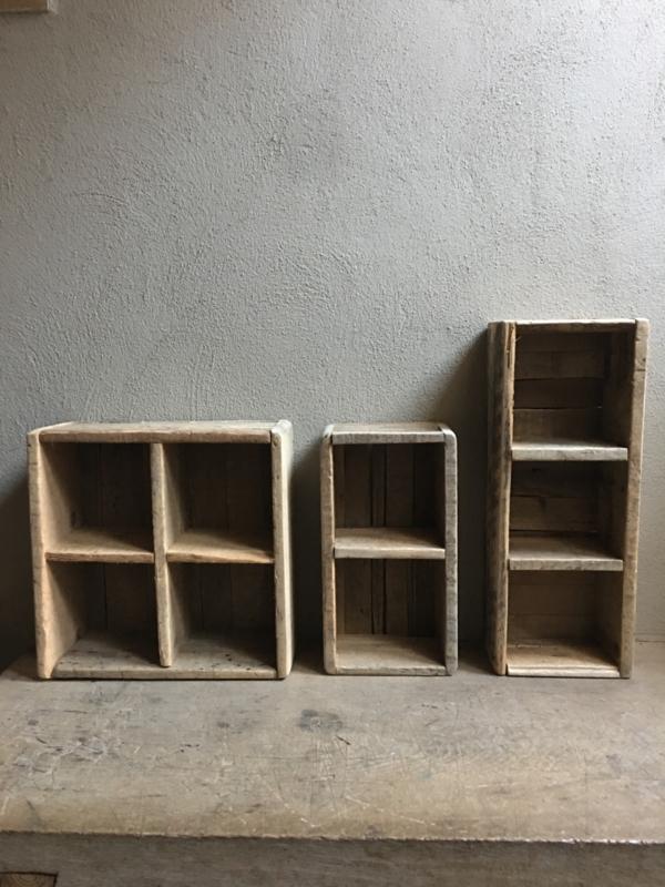 Oud houten schap rek wandrek bak 2 vaks gruttersbak vakkenbak landelijk stoer robuust hout