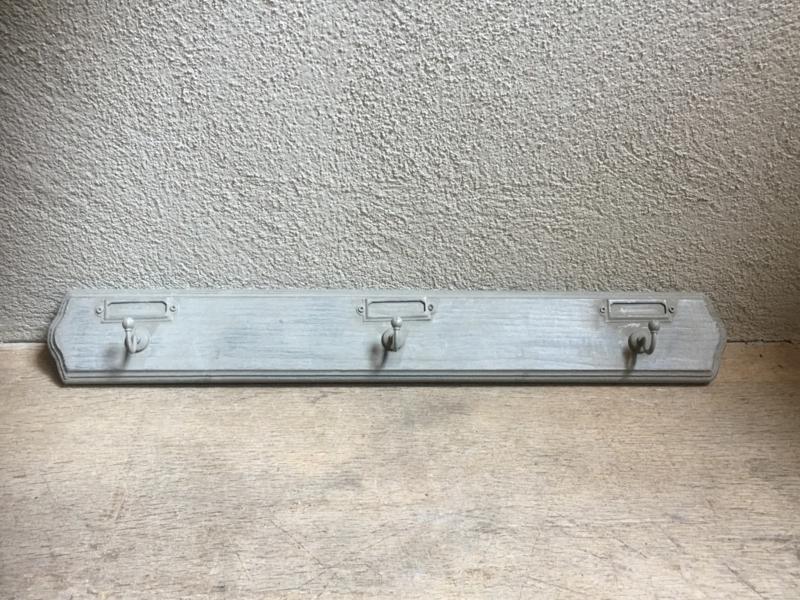 Oud vergrijsd grijs houten kapstok kapstokje rekje wandhaken wand muur hout