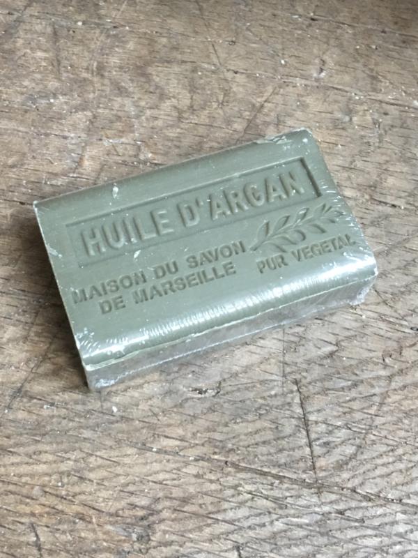 Lekker stuk savon de Marseille pur vegetal khaki groen  argan stuk zeep 125 gram