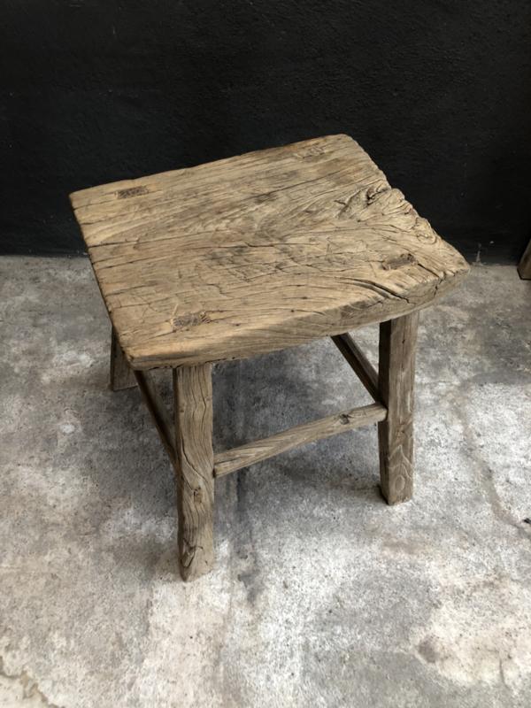 Stoere grove oud houten kruk krukje tafel tafeltje bijzettafel landelijk robuust 46 x 36 x H43 cm