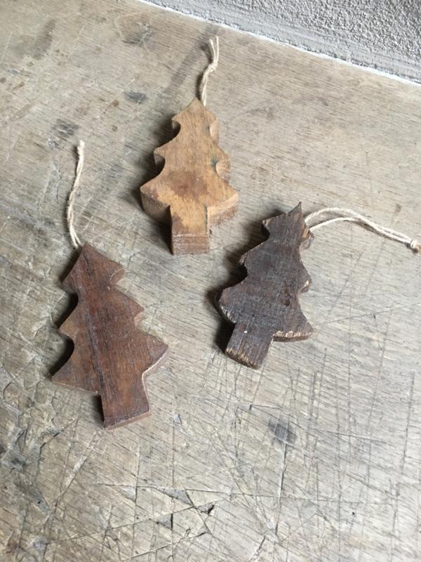 Leuke houten kerstboompjes decoratie boom kerst kerstboom kerstballen kerstboomversiering hangertjes kersthanger hout sloophout stoer landelijk vintage