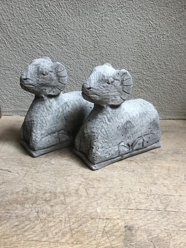 Kleine mini Betonnen ram beeld schaap bok landelijk beton grijs grijze stoer robuust
