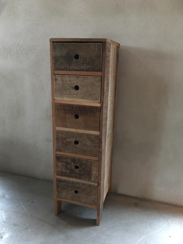 Oud houten kastje vergrijsd doorleefd hout ladenkastje laatjes kast A5 naturel no colour