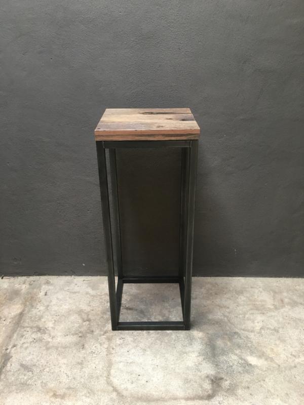 Metalen zuil sokkel pilaar metalen frame met railway vergrijsd houten blad 100 x 40 x 40 cm stoer landelijk industrieel vintage