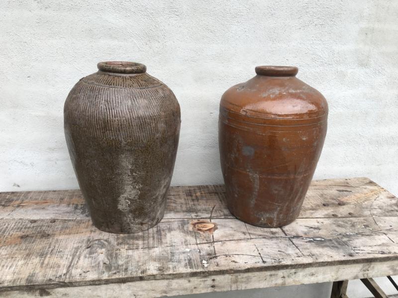 Oude grote kruik olijfkruik olijfpot olijfoliepot oude vaas pot bruin landelijk oud