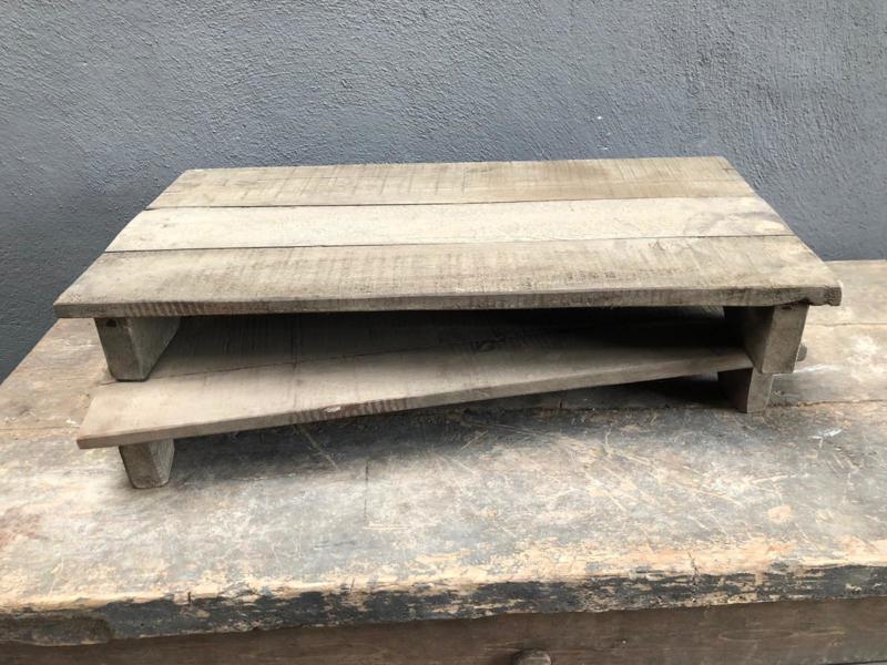 Oud vergrijsd houten offerplank plank opstapje dienblad hout stoer