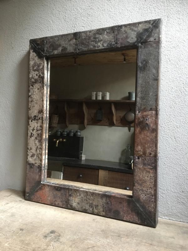 Industriële metalen spiegel 90 x 70 cm grijsbruin metaal industrieel urban robuust