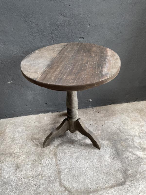 Oud vergrijsd houten wijntafeltje tafeltje rond 60  cm wijntafel wijntafeltje landelijk stoer grijs bijzettafel bijzettafeltje