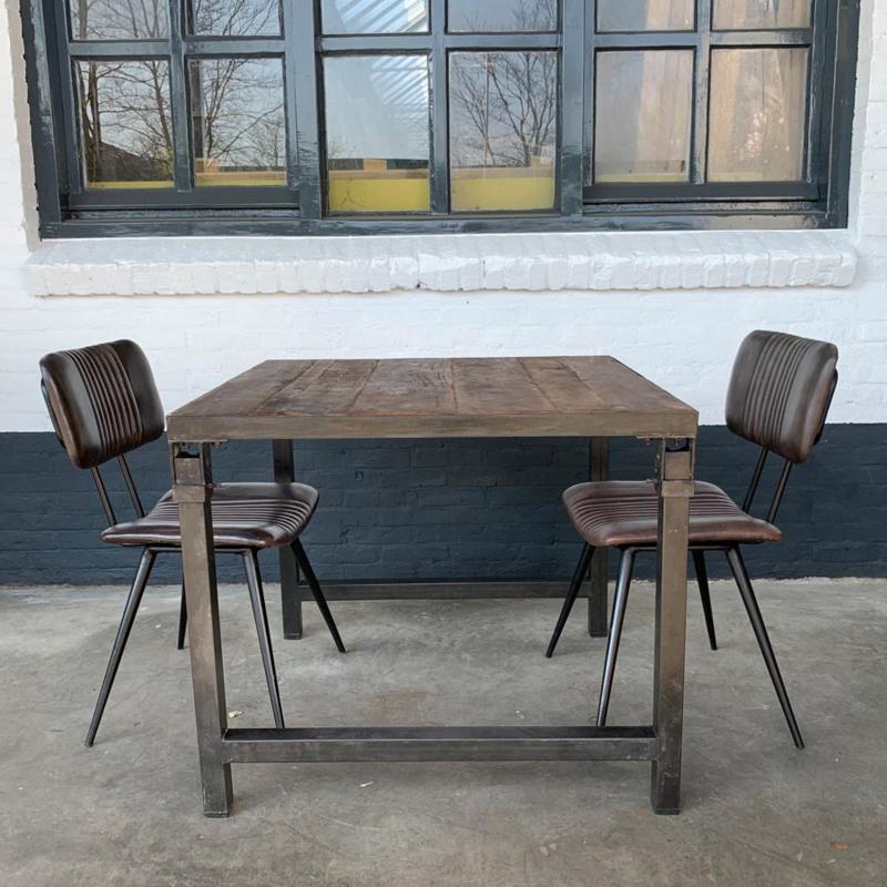 Stoere industriele eettafel tafel vierkant klaptafel landelijk vintage zwart metalen frame houten blad