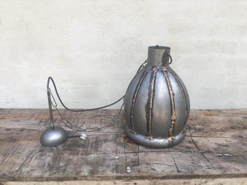 Stoere industriele hanglamp lamp korf S smal small klein stallamp grijs zink pompkin pompoen model korflamp fabriekslamp industrieel grijs grijze metaal metalen landelijk zink staal metaal grijs