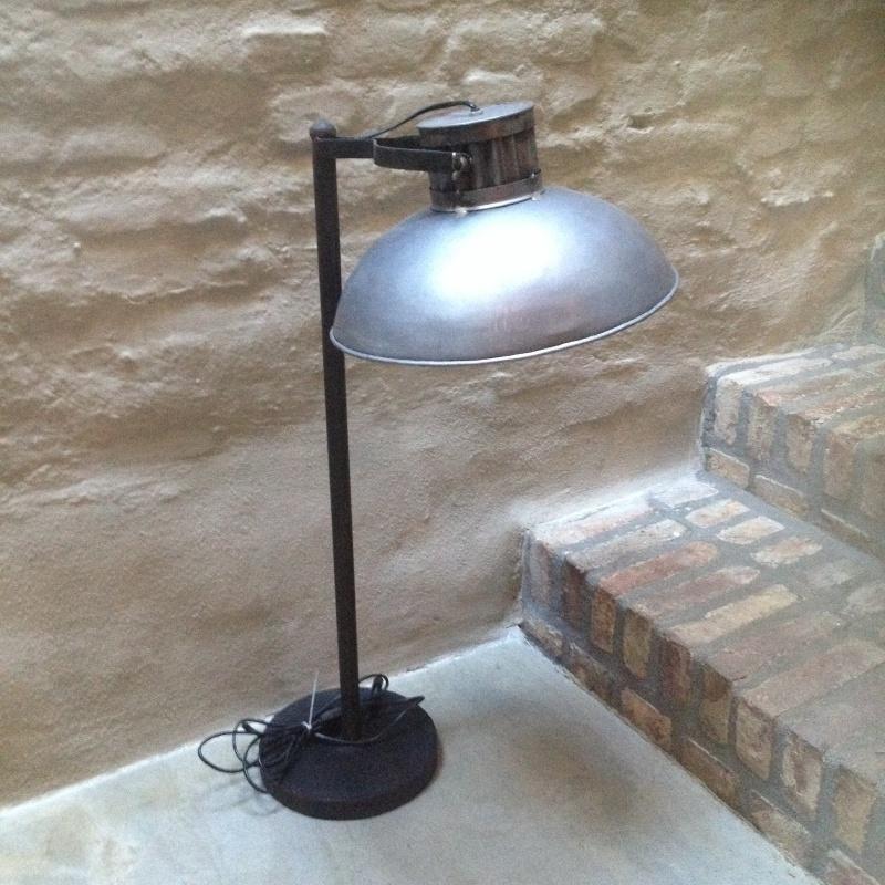 Stoere grijze metalen industriële Tafellamp lamp landelijk vintage stoer industrieel grijs