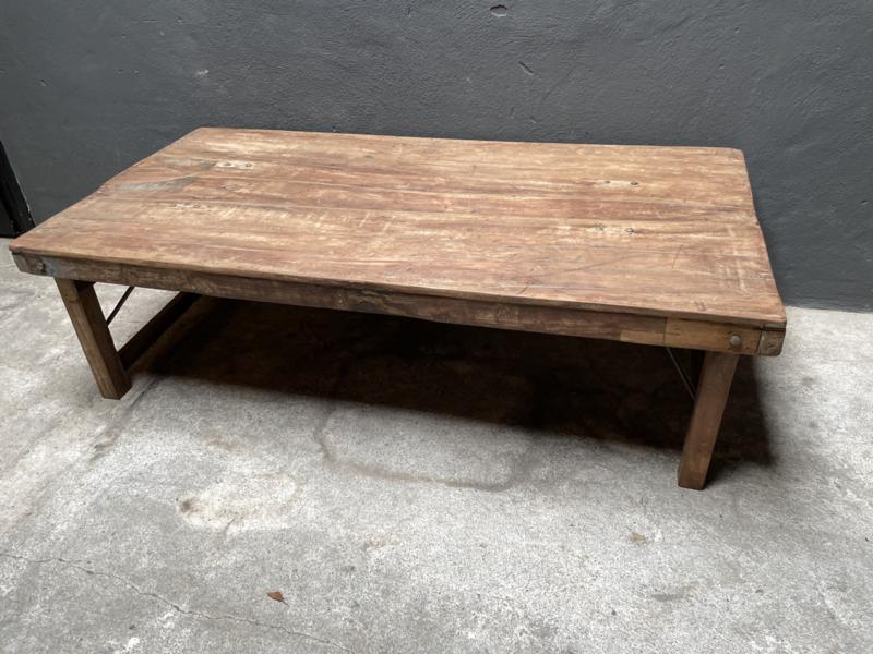 Oude landelijke industriële salontafel naturel 150  x 75 x 45 cm hoog  cm hout houten Sidetable bureau buro tuintafel klaptafel werkbank werktafel oud vintage stoer