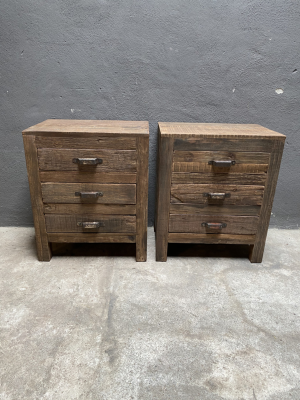 Oud vergrijsd houten ladekastje ladenkastje nachtkastjes nachtkastje landelijk vergrijsd lades laatjes industrieel metalen greepje beslag