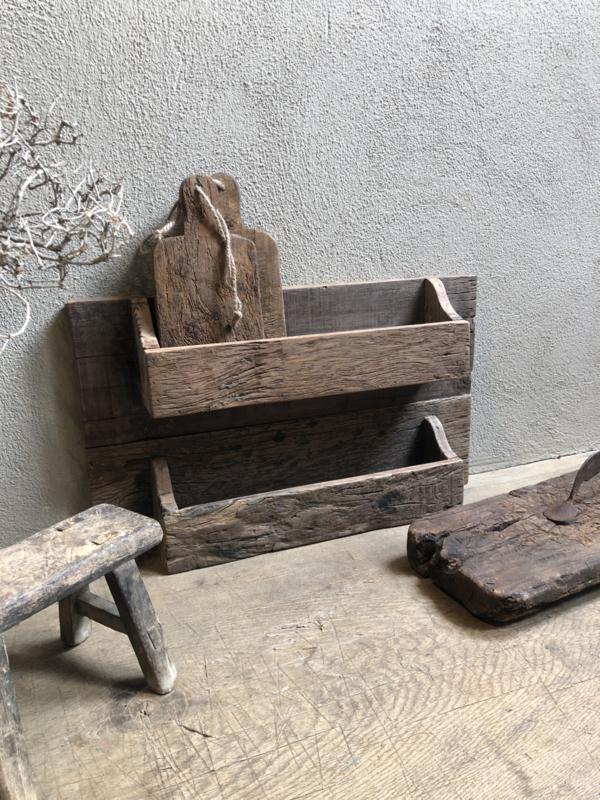 Oud houten wandrek schap rek lectuurrek lectuurbak robuust landelijk stoer vintage industrieel oud grof hout 60 x 36 x 11 cm trucwood railway be uniq