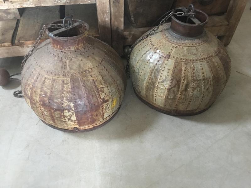 Stoere oude metalen hanglamp Lampekap ketel lamp oude waterpot emmer vintage urban metaal rond landelijk industrieel