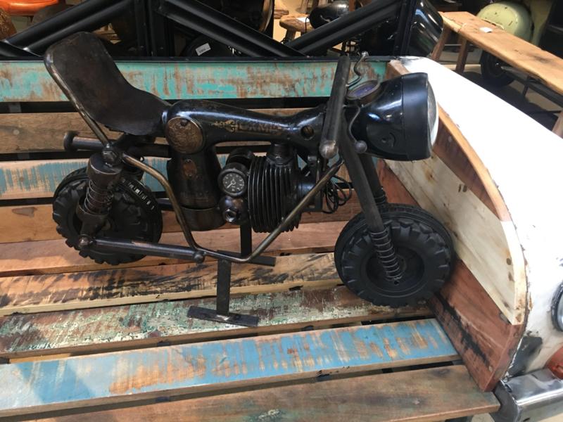 Stoere metalen lamp motor moter industrieel stoer vintage