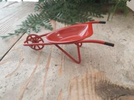 kruiwagen rood metaal