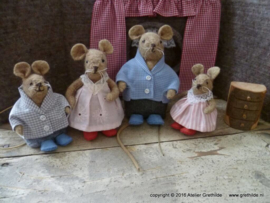 "Felt Kit ""pajamas and slippers for the mouse family"" (without pattern)"