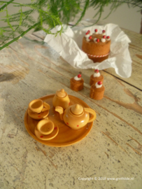Wooden tea service