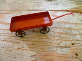 karretje van rood metaal
