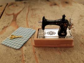 naaimachine met  schuiflade