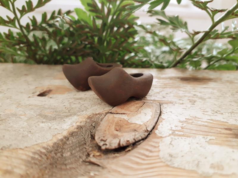 houten klompjes bruin