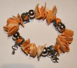 Zacht oranje schelpen armband