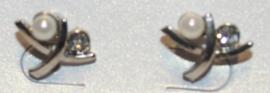 Zilverkleurige oorbellen met wit pareltje
