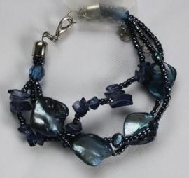 Blauwe schelpkralen armband