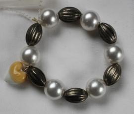 Armband witte parels en oud zilveren kralen