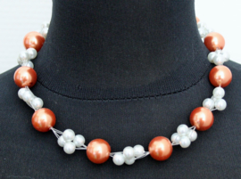 Donkerzalm/Witte parelketting