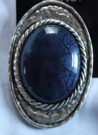 Broche met blauwe steen