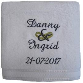Handdoek 50 x 100 met gouden ringen en naam