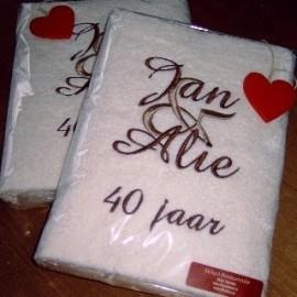 Handdoek 50x100cm met  grote &, en namen