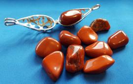 Jaspis rood  knuffelsteen - groot