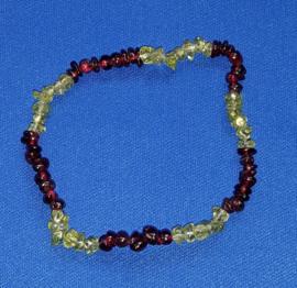Split armband  - Olivijn/Peridoot met Granaat
