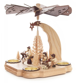 Kerstpiramide bostafereeltje met houthakkers