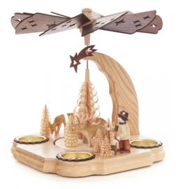 Kerstpiramide bostafereeltje met boswachter en reeën