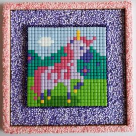 Lijst triplex eenhoorn buitenmaat 10 x 10 cm bewerkt met Foam Clay en Pixelhobby