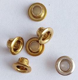 Eyelets metallic 5 goudkleurige en 1 zilverkleurig buitenmaat 4 mm