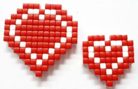 Zelfgemaakte Pixelhobby hartjes rood met wit 1x groot en 1x klein
