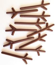 Handjes (stokjes) van hard plastic bruin 10 stuks lang 5,3 cm dikte 2 mm