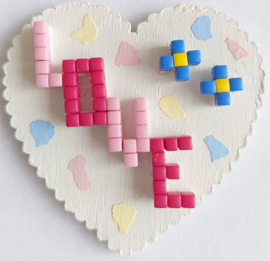 Zelfgemaakte houten hart met Pixelhobby love magneet 5,1 x 5,1 cm