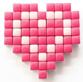 Zelfgemaakte Pixelhobby hartje roze 2,3 x 2,3 cm