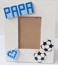 Houten fotolijstje versierd met Pixelhobby en voetballen 9 x 11 cm