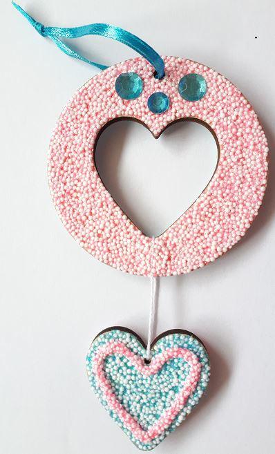 Hangende decoratie hart 2-in-1 (triplex)  Ø 7 cm bewerkt met Foam Clay