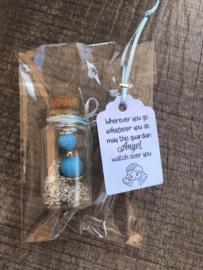 Geluksengeltje in wensflesje, met handgemaakt tekstlabel | turquoise