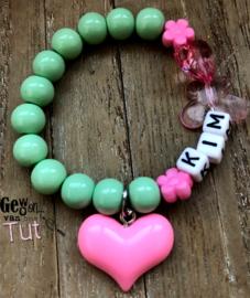 Armbandje naam mint pink met hart